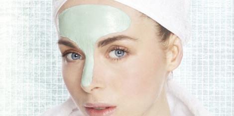 Oczyszczająca glinka i jej zastosowanie w kosmetykach do pielęgnacji twarzy