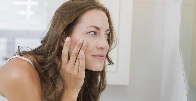 Sprawdź jak wygląda pielęgnacja skóry dojrzałej z trądzikiem!