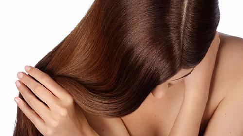 Skórę głowy można podzielić na 4 obszary: czołową, ciemieniową, skroniową i potyliczną